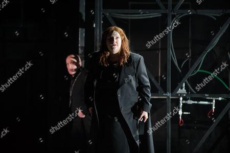 Tamara Wilson (Leonora).