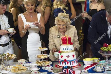 Nanny Pat cuts her cake with Debbie Douglas, Carol Wright and Mark Wright.