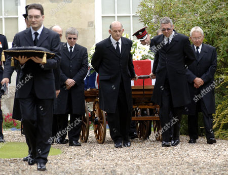 The Coffin leaves the home of Edward Heath.