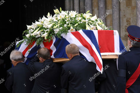 The coffin goes into the Cathedral.