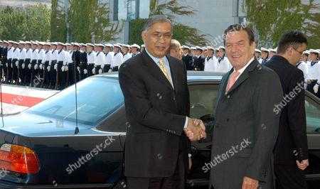 Shaukat Aziz with Gerhard Schroeder