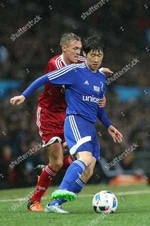 Darren Fletcher competes with Ji Sung Park during the Match for Children in aid of Unicef between Great Britain XI v Rest of World XI played at Old Trafford, Manchester on 14th November 2015