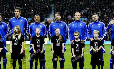 Edwin van der Sar, Cafu, Mikael Silvestre, Ole Gunnar Solskaer and the rest of the World football team