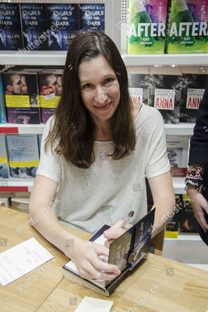 Lauren Kate meets the fans and sign copies of her new book