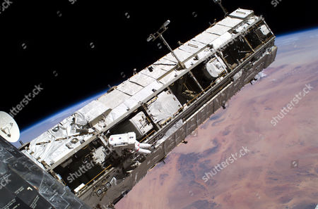 Editorial picture of SPACEWALK TO REPAIR SPACE SHUTTLE DISCOVERY - 03 AUG 2005