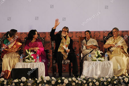Amitabh Bachchan (C) with his wife Jaya Bachchan, West Bengal Chief Minister Mamata Banerjee, Vidya Balan and Sharmila Tagore during the ceremony.
