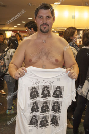 Fan with Darth Vader t-shirt signed by David Prowse