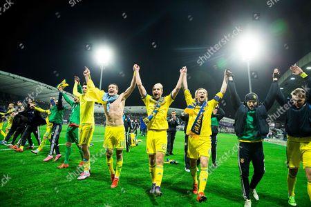 Yevhen Khacheridi (UKR), Artem Fedetskiy (UKR), Artem Kravets (UKR), Anatoliy Tymoshchuk (UKR) celebrate after the game