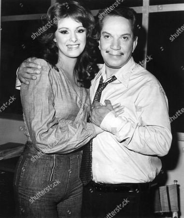 'El Ministro Yo Yo' - Lucia Mendez and Cantinflas on set - 1976