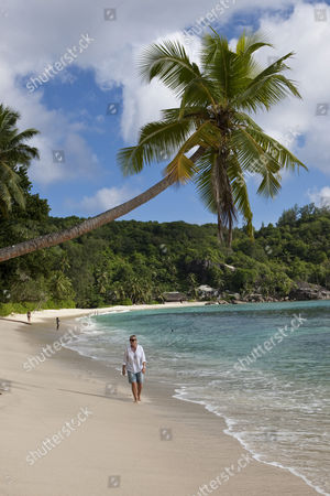 MODEL RELEASED Isolated bay near Baie Lazare, Che Batista Villas in the back, Mahe Island, Seychelles, Indian Ocean, Africa