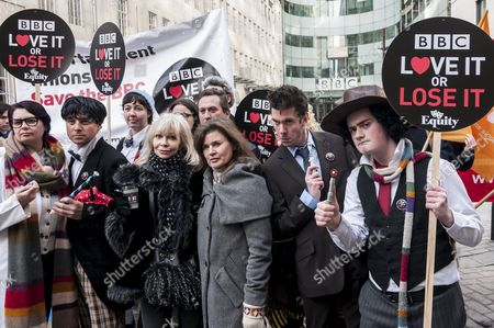 """Former Doctor Who girls, Katy Manning and Sophie Aldred (centre), stand with fans of Doctor Who known as """"Whovians"""""""