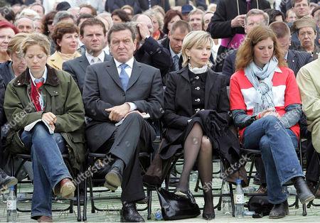 Gerhard Schroeder and wife Doris (2nd r)