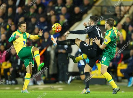 Olivier Giroud of Arsenal battles with Gary O'Neil (left) and Ryan Bennett of Norwich City (right) - Norwich City v Arsenal, Barclays Premier League, Carrow Road, Norwich. 29 Nov 2015