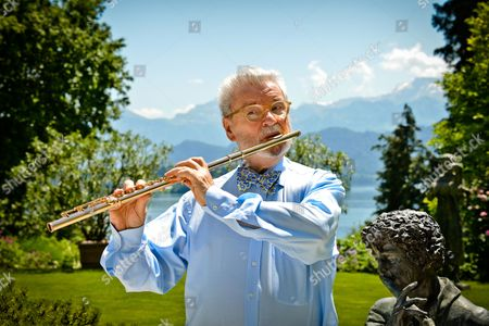Sir James Galway, Irish virtuoso flute player