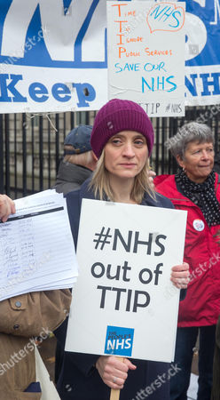 Sufragette star Anne-Marie Duff joins health workers protesting to help save the NHS