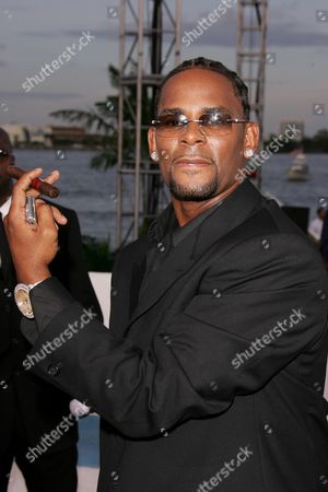 R Kelly Sexual Misconduct Allegations Stockfotos (Exklusiv
