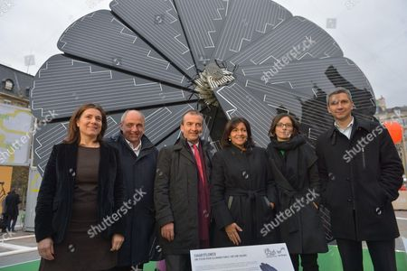 Celia Blauel, Anne Hidalgo and Jean-Louis Missika with with Smartflower, commercialized by EDF ENR, the 1st intelligent photovoltaic generator