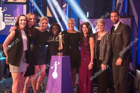 England Lionesses. L-R Lucy Bronze, Siobhan Chamberlain, Steph Houghton, Eniola Aluko, Lianne Sanderson, Claire Rafferty, Clare Balding and Rio Ferdinand.