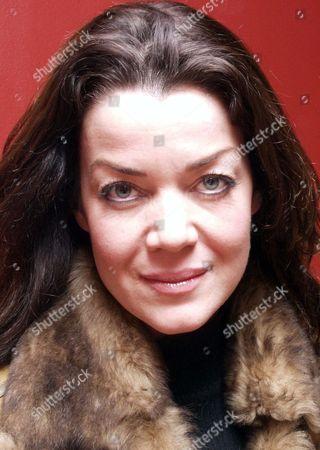 Editorial photo of CLAUDIA CHRISTIAN AT THE IB STORES, BRUNEL CENTRE, SWINDON, BRITAIN - 09 DEC 2004