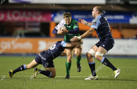 Ian Porter of Connacht takes on Jarrod Evans and Lou Reed of Cardiff Blues