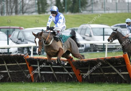 Jer's Girl and Richard Johnson win the Betfred Remembers Howard Kendall Fillies Juvenile Hurdle at Aintree.
