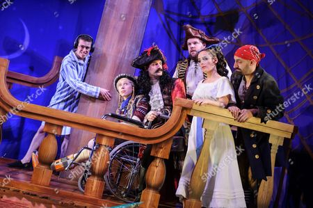 Jonathan Sayer (John Darling), Ellie Morris (tootles), Henry Shields (Captain Hook), Henry Lewis (Starkey), Charlie Russell (Wendy Darling), Tom Edden (Cecco the Pirate)