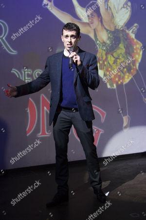 Jonathan Sayer (Author/Dennis)