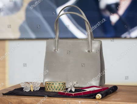 Items that belonged to Baroness Margaret Thatcher - handbag and jewellery