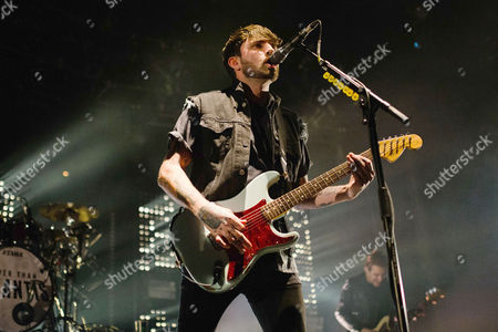 Mike Duce of Lower Than Atlantis performs