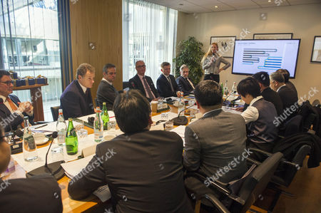 Lord Rothermere Chairs A Meeting With Chinese Delegates And Dmg Execs Discussing Online Strategies.