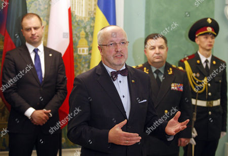 Polish Deputy Defence Minister Tomasz Szatkowski, Lithuanian Defence Minister Juozas Olekas and Ukrainian Defence Minister Stepan Poltorak