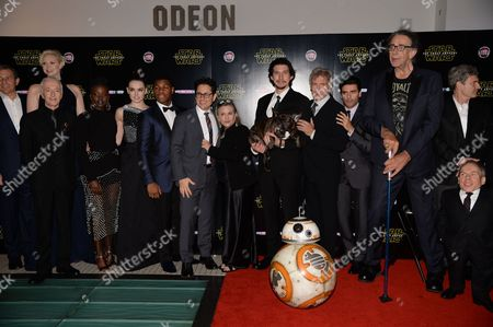 J.J. Abrams, Warwick Davis, Peter Mayhew, Oscar Isaac, Adam Driver, John Boyega, Carrie Fisher, Daisy Ridley, Gwendoline Christie and BB-8