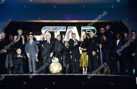 J.J. Abrams, Warwick Davis, Mark Hamill, Peter Mayhew, Oscar Isaac, Adam Driver, John Boyega, Carrie Fisher, Daisy Ridley, Gwendoline Christie