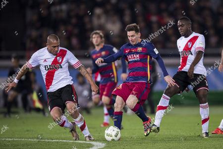 (L-R) Jonatan Maidana (River), Lionel Messi (Barcelona), Eder Alvarez Balanta (River)