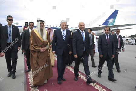 Saudi Minister of Foreign Affairs, Adel al-Jubeir walks with his Tunisian conterpart Taieb Baccouche (C) upon his arrival in Carthage Presidential Airport in Tunis