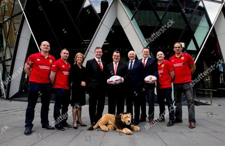 Standard Life Investment ambassadors Gregor Townsend, Shane Williams, Keith Wood, and Martin Johnson with Nuala Walsh, Head of Global Client Relations Standard Life Investments, British & Irish Lions CEO John Feehan, Keith Skeoch, Chief Executive Officer of Standard Life plc, British & Irish Lions 2017 Tour Manager John Spencer and Charlie McEwen, British & Irish Lions Chief Operations Officer today announced Standard Life Investments as the Principal Partner and Jersey Sponsor of The British & Irish Lions 2017 Tour to New Zealand.