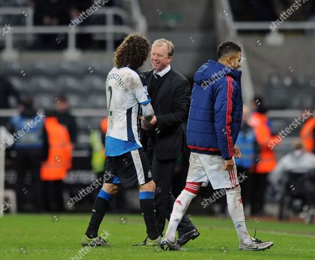 Newcastle United head coach Steve McClaren shakes hands with Fabricio Coloccini of Newcastle United after the final whistle during the Barclays Premier League match between Newcastle United and Manchester United played at St. James' Park, Newcastle upon Tyne, on the 12th January 2016
