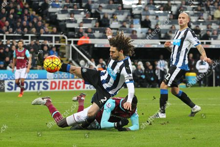 Fabricio Coloccini of Newcastle United challenges Cheikhou Kouyate of West Ham United