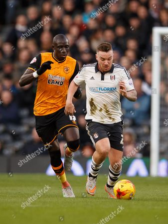 Jamie O?Hara of Fulham and Mohamed Diame of Hull City during the SkyBet Championship match between Fulham and Hull City played at Craven Cottage Stadium, London on January 23rd 2016