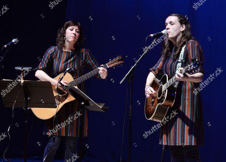 Martha Wainwright and Lucy Wainwright Roche