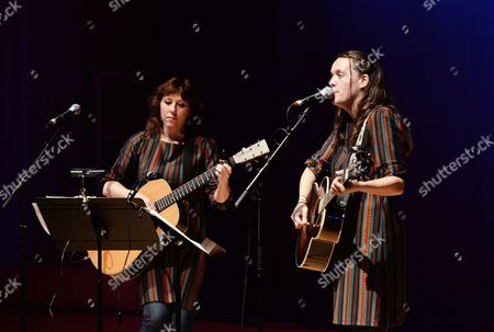 Stock Photo of Martha Wainwright and Lucy Wainwright Roche