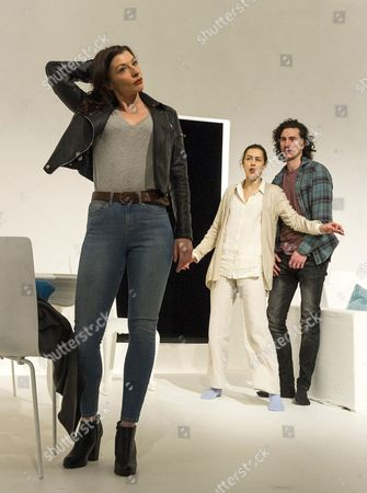 Frances McNamee as Elodie, Gina McKee as Anne, William Postlethwaite as Nicholas