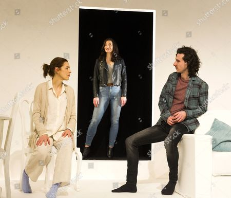 Gina McKee as Anne, Frances McNamee as Elodie, William Postlethwaite as Nicholas