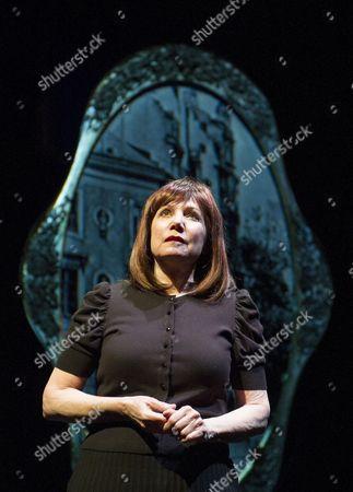 Stock Image of Mona Golabek as Lisa Jura