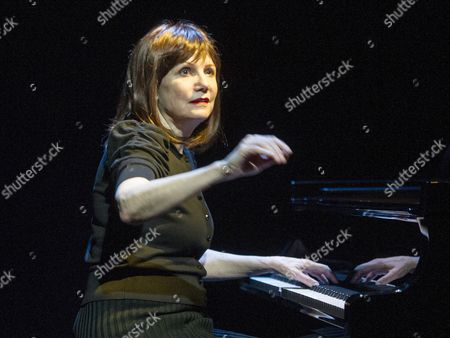 Stock Picture of Mona Golabek as Lisa Jura