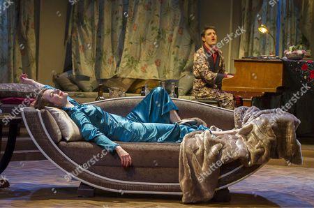 Laura Rogers as Amanda, Tom Chambers as Elyot,