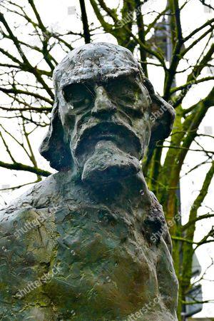 'The King of Bohemia' statue of Augustus John by Ivor Roberts-Jones, Fordingbridge, Hampshire, Britain