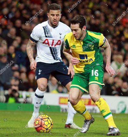 Action picture involving  Matt Jarvis (Norwich City)    and  Kyle Walker (Tottenham)   @ Norwich City v Tottenham Hotspurs, English Premier League 2015-16, Carrow Road, Norwich