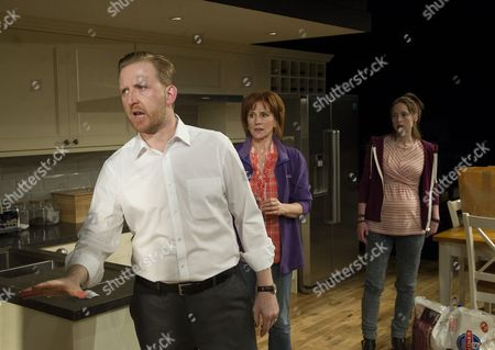 Tom Goodman-Hill as Howie, Penny Downie as Nat, Georgina Rich as Izzy,