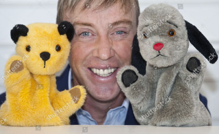 The Toy Fair Olympia London. Richard Cadell With Sooty And Sweep.